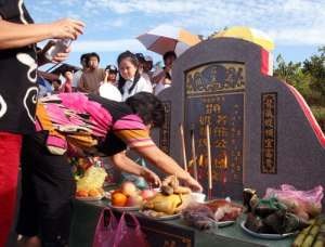 Qing Ming observances in Singapore. Photo courtesy of travel2singapore.com.