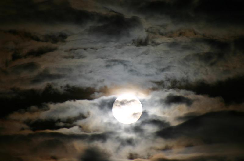 moon-883552_1920