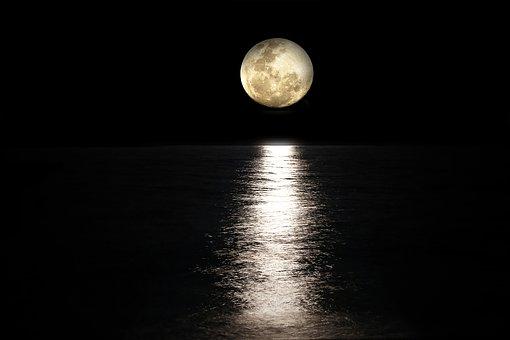 moon-2762111__340