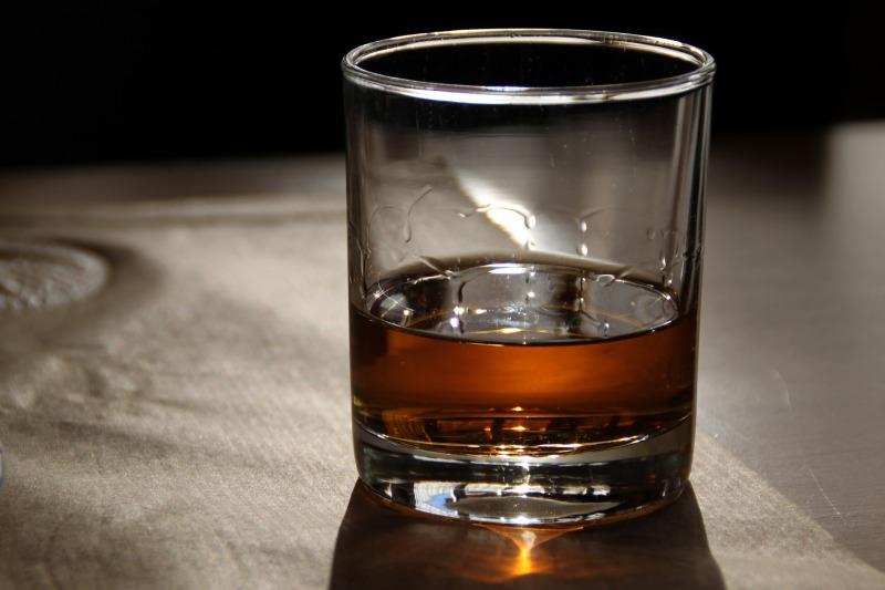 glass-3140576_1920